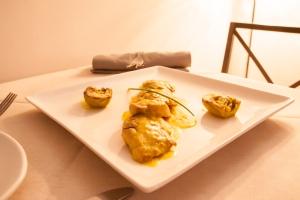 Solomillo de Ibérico con alcachofas y salsa de naranja
